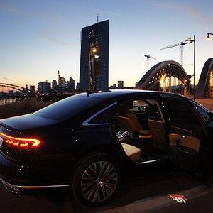 CYC Limousines für Frankfurt und Umgebung. Lassen Sie sich von Ihrem privat Chauffeur ganz individuell die Stadt und ihre Umgebung zeigen.