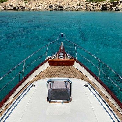 Sığacık ve Urlanin turkuaz mavisi denize sahip koylarında eğlenmeye ne dersiniz... Tamamen kendine özel bir tura çıkıp kafa dinlemek kim istemezki. # sığacık #urla #izmir #tekneturu #boattrip #privatetour