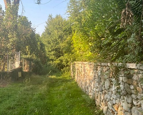 To get there: Via Dei Castani ( Castagni) after the last house continue for a few meters: take the path on the left (the one on the right is