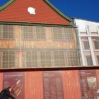 Det Hanseatiske Museum er pga omfattende restaureringer stengt frem til våren 2025. Besøk oss i stedet på Schøtstuene, Øvregaten 50 og i vår museumsbutikk på Bryggen 33