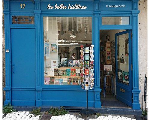 très belle vitrine de livres d'occasion. Cartes postales de La Rochelle