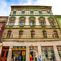 Albina Bank building, built in 1800