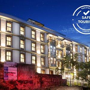 Safe Tourism Certified Hotel DeCamondo