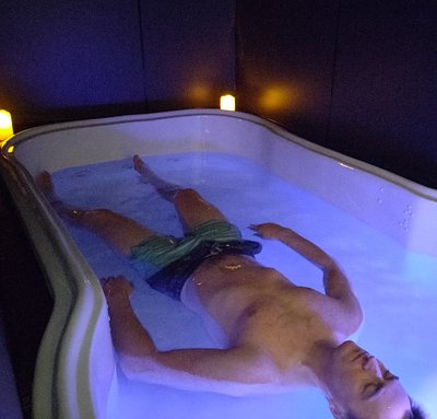 Our open top float tanks are  in  heat regulated rooms, set to 35-35.5 degrees Celsius to match the water temperature and your skin temperature. A deeply relaxing experience.