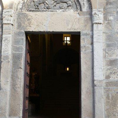 Il portale della chiesa romanica