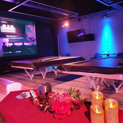 SIS Billiards Center te Uden heeft 2 matchtafels en 5 gewone tafels. De ruimte is ultra modern en heeft een heel hoog gehalte van innovativiteit. Een must voor elke biljartliefhebber en waar het biljarten beleeft kan worden.