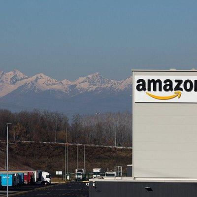 Il centro di distribuzione Amazon TRN1 a Torrazza Piemonte.