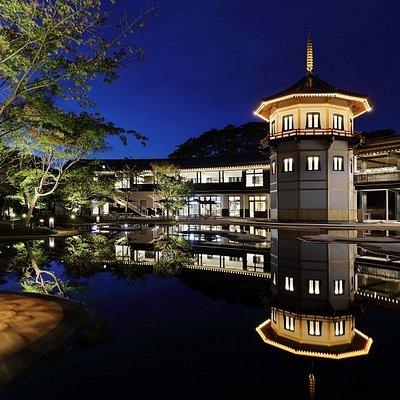 離宮庭園でのライトアップ。庭園内にある水面に建物が映って本当に美しい。