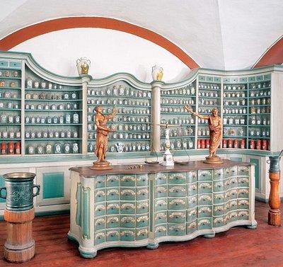 Offizin aus Schwarzach, 18. Jh. Zu sehen in der Dauerausstellung des Deutschen Apotheken-Museums.