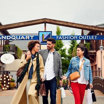 Entdecken Sie über 160 Designer Marken unwiderstehlich günstig im Landquart Fashion Outlet.