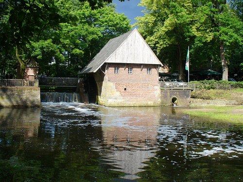 Die historische Haarmühle wurde im Jahre 1619 erbaut. Nach der Restaurierung in den 80ern funktioniert sie wieder und produziert Strom für den Landgasthof Haarmühle.