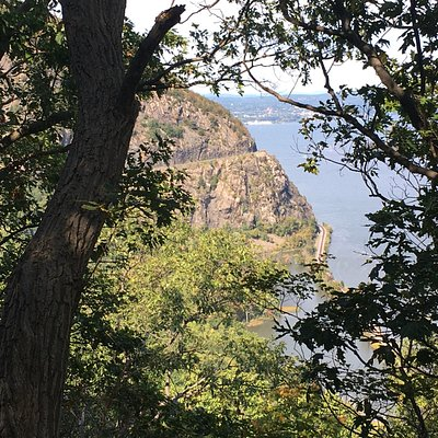 Storm King Mountain from the trail to Crow's Nest, October 2020.