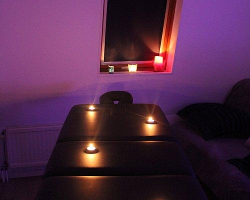 Offrez vous un moment de détente dans une ambiance chaleureuse et cosy.   Laissez-vous envahir par le son des bougies qui crépitent, une douce mélodie de relaxation et évadez-vous par ce massage 100%  bien-être.