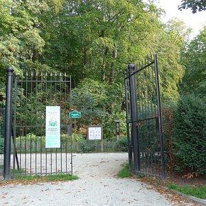Uccle, Parc de Wolvendael, entrance Avenue Jacques Brel