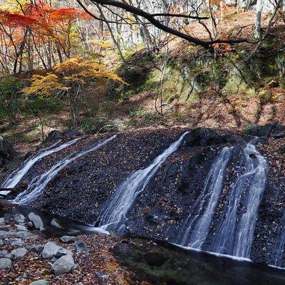 大信不動滝:少し残っていた紅葉を入れるアングルで撮影