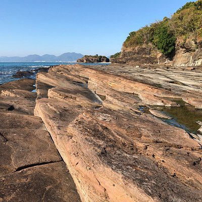 More of the unique sedimentary rock landscape around Cham Keng Chau