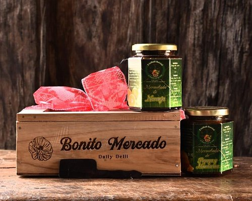 I bought this at Bonito Mercado. A beautiful wooden box with artisanal jams and a cute spread spoon. The perfect gift for my family. Thank you Bonito Mercado