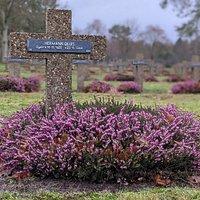 Ik was zeer zwaar onder de indruk van deze begraafplaats met zijn 39100 slachtoffers.
