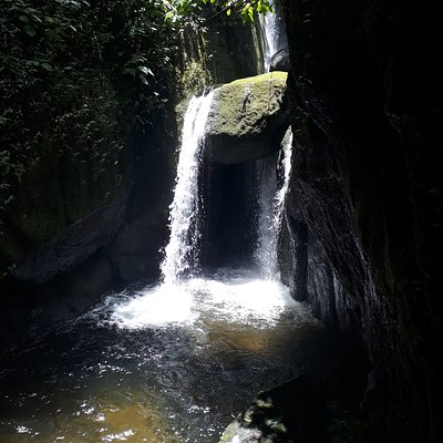 cachoeira e poço