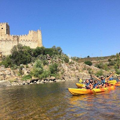 Descida do Rio Tejo, onde as águas banham o famoso Castelo de Almourol.
