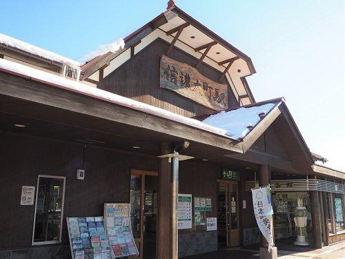 大町市観光案内所はJR大糸線信濃大町駅舎内にあります。