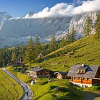 Die idyllische Brandalm im Almengebiet am Fuße des Dachstein ... den Bergen so nah!