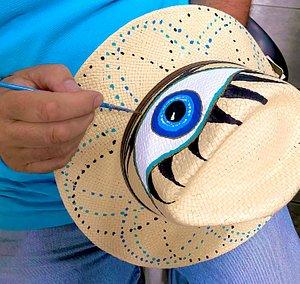 Τα διάσημα, ζωγραφισμένα στο χέρι, καπέλα του Handmade in Plomari  The famous in Lesvos island handpainted hats of Handmade in Plomari (handpainted from locals)