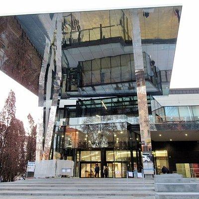 L'ingresso del centro commerciale