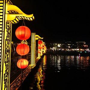 Cam Nam Bridge v Hoi An je krásný obzvláště v noci
