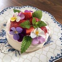 Jordbærdrøm er én af vores dessertkager som vores gæster vender tilbage til år efter år.