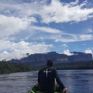 Camino al Salto Ángel por el río Churun.