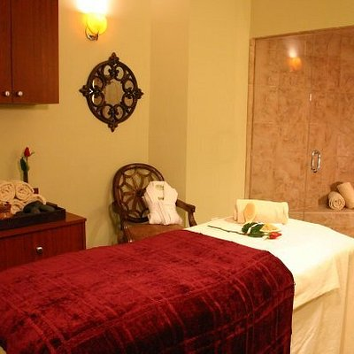 Wet treatment room with shower and sauna where we offer body wraps and body scrubs