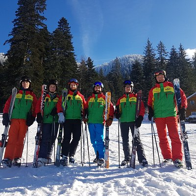 Our independent ski instructors team is here to help anyone ski in Romania's biggest ski resort, Poiana Brasov.