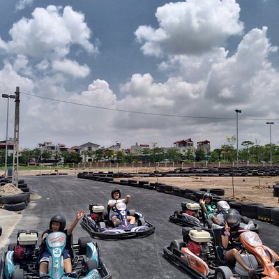 A child-friendly place. Children who are above 1m3 tall and, regardless of age, can play Go Kart.