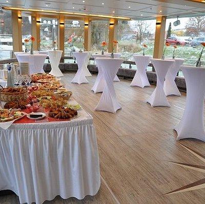 Stehempfang für besondere Anlässe, wie Firmenfeier, Tagung, Hochzeit oder Geburtstag. Exklusiv an Bord der MS Renate. www.renate.de