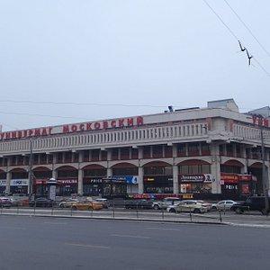 """Универмаг """"Московский"""", Комсомольская площадь, 6, Москва"""