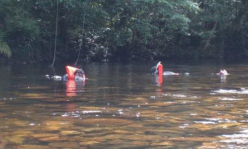 Trilha com flutuação uma experiência incrível