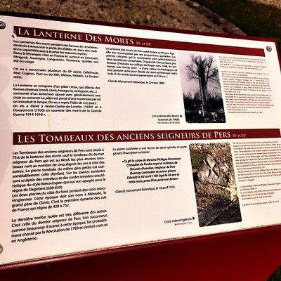 La lanterne des morts de Pers est une construction simple mais de grande qualité d'après les spécialistes. Pierres tombales datées du début 6ème siècle à leur découverte, certains estiment aujourd'hui leur conception aux 12ème ou 13ème siècles. Si une incertitude persiste sur leur datation, une certitude, elles sont magnifiques.