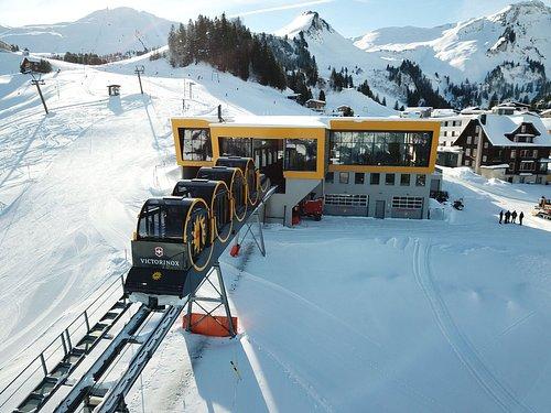 Mit der Standseilbahn direkt ins Wintersportgebiet Stoos.