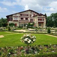 Façade est de la Villa et son jardin à la française