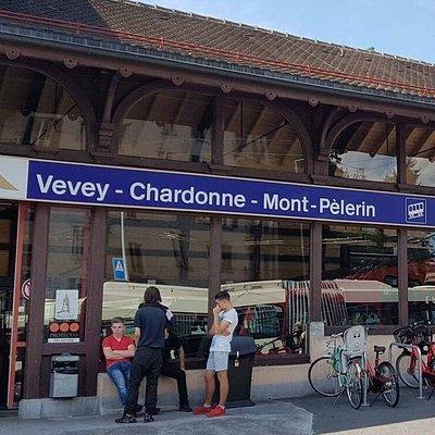 Funiculaire Vevey - Chardonne - Mont-Pèlerin avec son trajet dans les vignes en terrasses du Lavaux (gare station inférieure à Vevey)