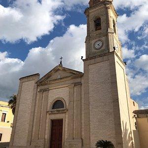 Facciata della chiesa di Santa Barbara.