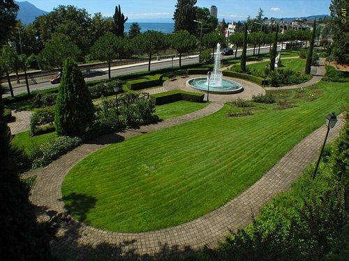 Parc des Roses à Territet-Montreux (VD) - Fontaine et parc
