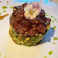 Tuna tartar, avocado & cucumber, asian dressing