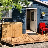 Gallery Wenzl/Frozen Gecko Studio in downtown Shediac, NB