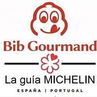Que honor recibir el primer Bib Gourmand en las Pitiusas...🥂 Happy to receive the First Bib Gourmand for Ibiza...