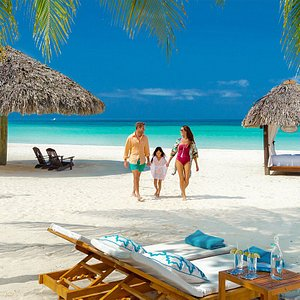 Perfect beach , perfect location to go either you , friends or with the family .Zanzibar Bookings is happy to assist find that .