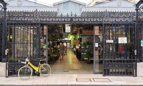 Entrata del Mercato Albinelli in via Albinelli 13 a Modena. Main entrance of Albinelli market in Albinelli Street in Modena