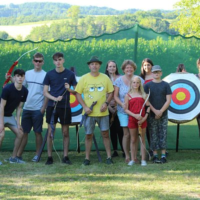 This group of family and friends had a fantastic time. Archery is an excellent family activity - and a great way to spend an afternoon in the spectacular Dordogne countryside!