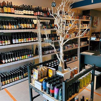 Photo de l'intérieur du magasin et de la cave à bières Bieronomy.